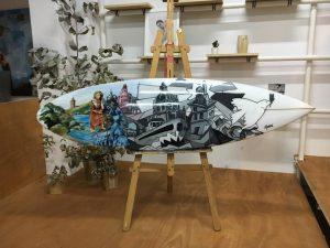 Planche de surf en hommage à Picasso et son rapport avec la ville de la Corogne.