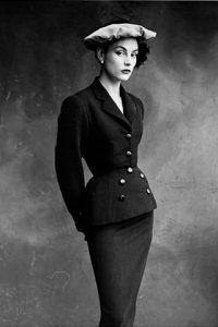 Tailleur de jour, Balenciaga, para Vogue. Fotografía obtenida en Pinterest.