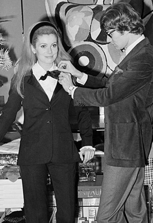 Catherine Deneuve con Saint Laurent. Fotografía obtenida de Pinterest.